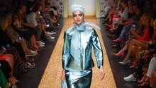 Ein Model auf dem Laufsteg während der Fashion Week in Berlin 2018