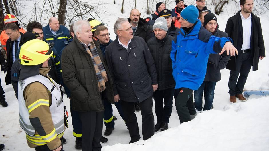 Horst Seehofer: Innenminister besuchen Einsatzkräfte im Schnee