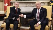 Donald Trump stellt Erdogan vertiefte wirtschaftliche Zusammenarbeit in Aussicht