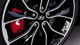 Rote Bremssättel beim Hyundai i30 Fastback N