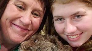 Ein Foto zeigt die 13-jährige Jayme Closs mit ihrer Mutter