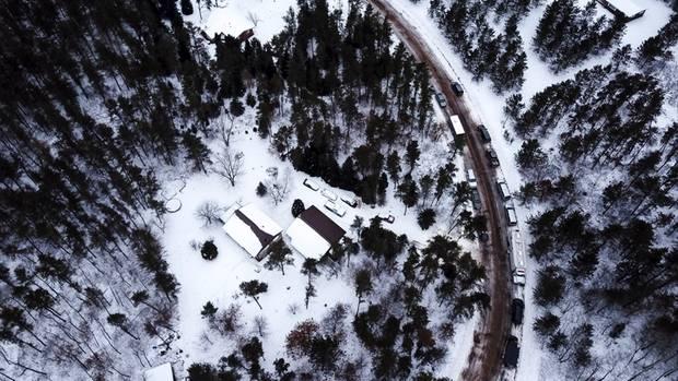 Dieses Luftbild zeigt die Hütte, in der die 13-Jährige von ihrem Entführer festgehalten wurde