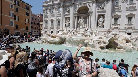 Rom-Tourismus: Münzen im Trevi-Brunnen: Rom streitet sich um die sprudelnde  Geldquelle