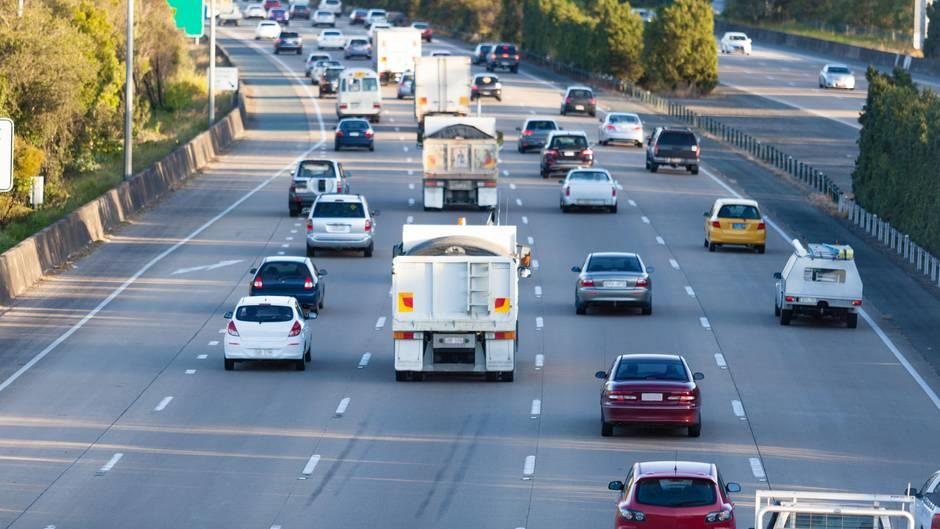 Voller Freeway in Australien während der Rush Hour