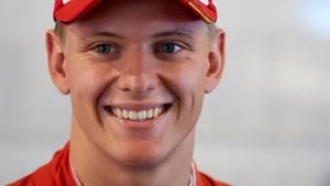 Mick Schumacher unterschreibt bei Ferrari