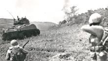 Die harten Kämpfe um Okinawa führten dazu, dass die USA die Kapitulation Japans mit dem Abwurf von Atombomben erzwingen wollten.