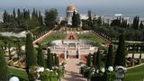 Israel: Haifa  Israels alte Hafenstadt gilt als die Anlaufstelle für Kreuzfahrtschiffe im Heiligen Land. Neben den hängenden Gärten der Bahai (Foto), dem Wahrzeichen über der Stadt, stehen Busausflüge ins antike Caesarea, zum See Genezareth und nach Jerusalem auf dem Programm.
