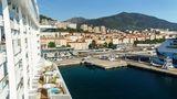 Frankreich: Ajaccio  Auf der Insel Korsika, die zu Frankreich gehört, wird von Kreuzfahrtschiffen gerne die Hauptstadt angelaufen, die sich bequem zu Fuß entdecken lässt. Hier wandelt man auf den Spuren Napoleons, der hier geboren wurde, oder gelangt per Bus oder Taxi zum Marinella-Strand.