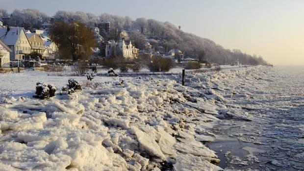 Hamburg: Bild des verschneiten Elbstrands
