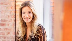 Jessica Stockmann lächelt in die Kamera