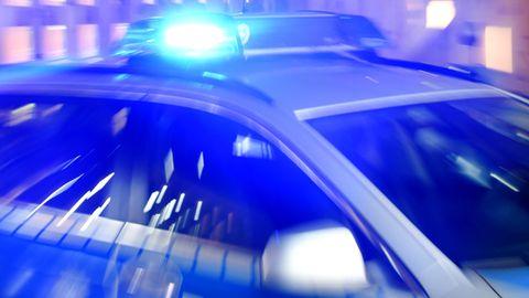 Blaulicht auf einem Auto der Polizei Schleswig-Holstein zu einer Polizeimeldung aus Kiel