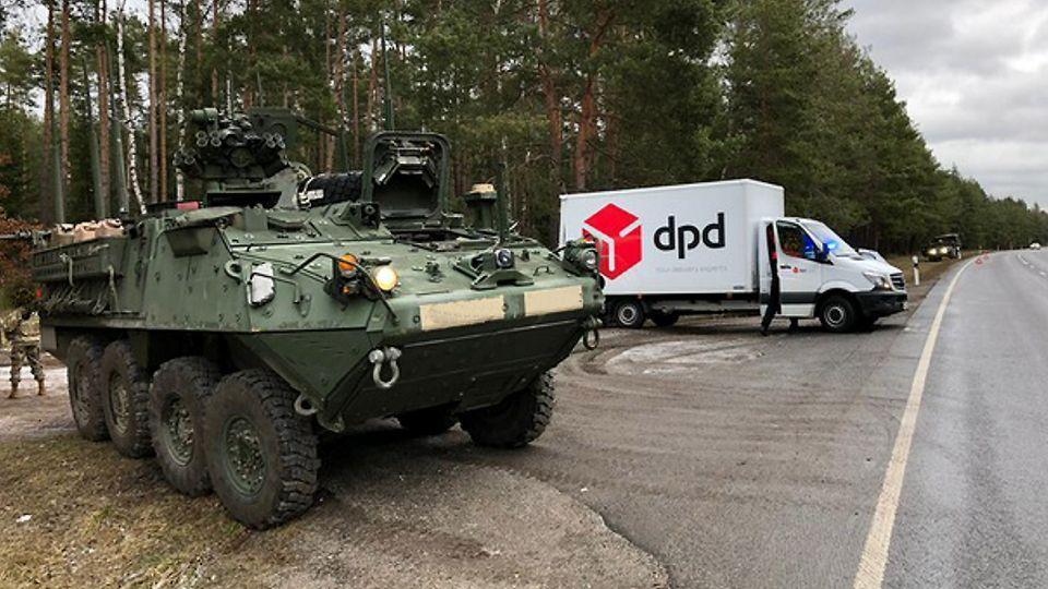 Nachrichten aus Deutschland - US-Radpanzer mit Paketwagen