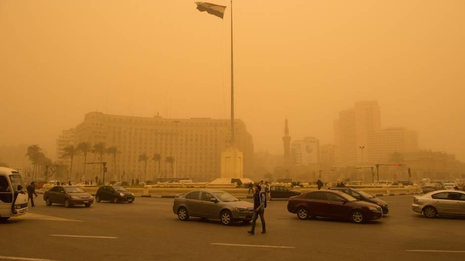 Alarmstufe Orange: Sandsturm taucht Kairo in apokalyptisches Licht