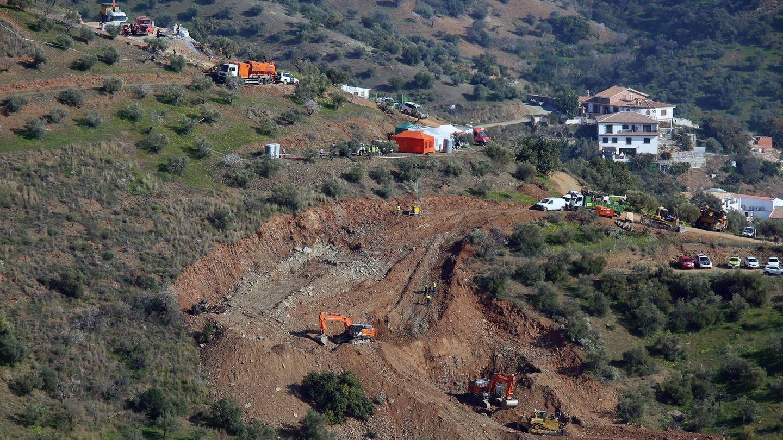 Helfer sind in Südspanien mit schwerem Gerät im Einsatz