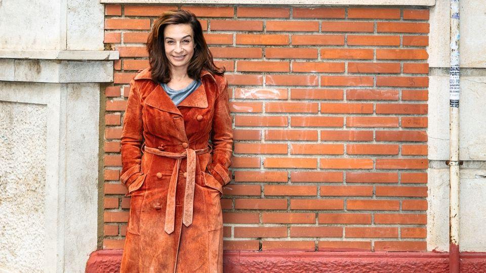 Reinwarth in der Nähe ihrer Wohnung in Valencia. In einem anderen Viertel der Stadt hat sie sich von ihren Buchhonoraren zwei alte Häuser gekauft, die sie renovieren will.