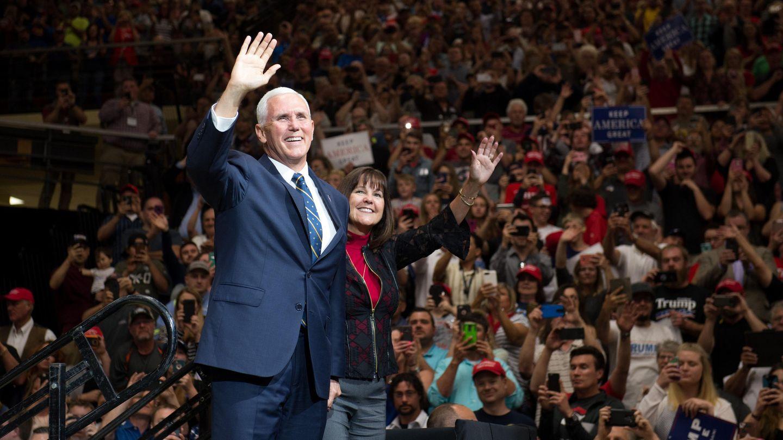 US-Vizepräsident Mike Pence (l.) und seine Ehefrau Karen