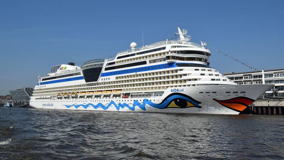 """Der Arbeitsplatz von Nicole Langosch ist die Brücke der""""Aida Sol"""". Das Schiff ist 253 Meter lang und hat 1097 Kabinen."""