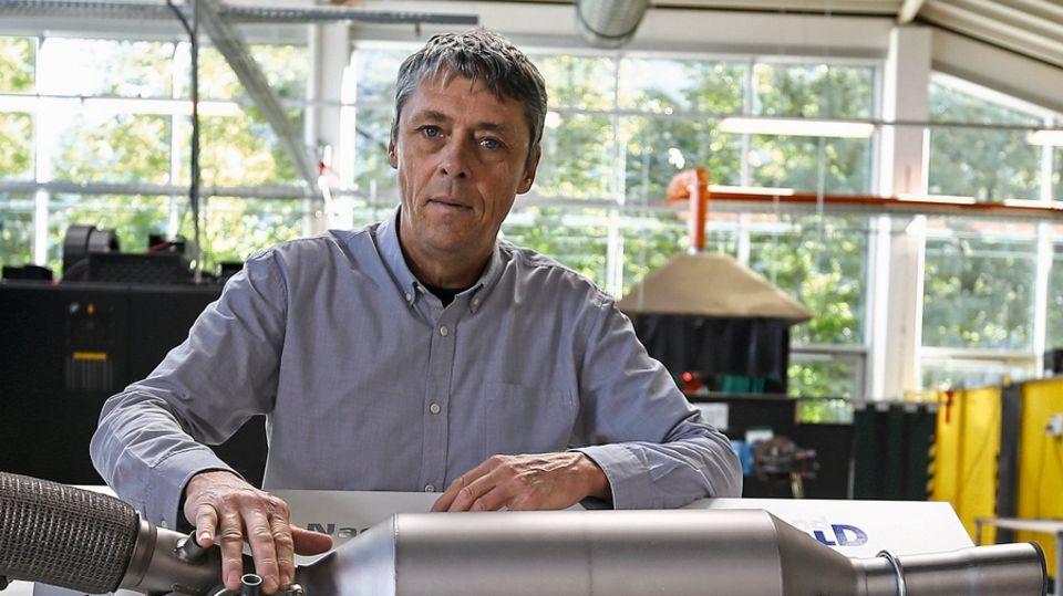 Hubert Mangolds Betrieb entwickelt in Bayern Nachrüst-Katal.ysatoren. Unterstützung von den Automobilkonzernen bekommt der Mittelständler nicht.