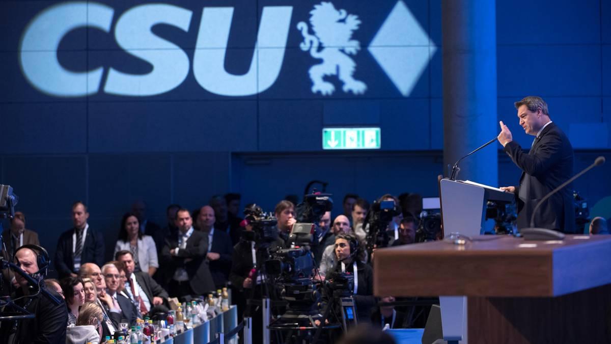 """CSU-Parteitag: """"Mein Werk ist getan"""": Seehofer übergibt an Söder - während die Macht der CSU zerrinnt"""