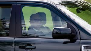 Prinz Philip fährt wieder Auto - ohne Gurt