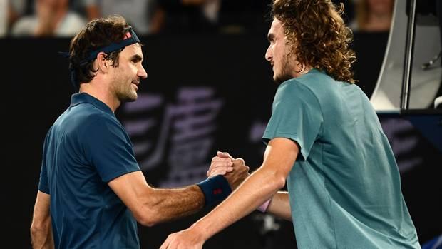 20. Januar:  Australian Open: Titelverteidiger Federer scheitert sensationell am Griechen Tsitsipas  Tennis-Sensation in Melbourne:Titelverteidiger Roger Federer ist im Achtelfinale der Australian Open ausgeschieden. Der Sieger der vergangenen beiden Jahre unterlag dem Griechen Stefanos Tsitsipas 7:6 (13:11), 6:7 (3:7), 5:7, 6:7 (5:7). Der 20 Jahre alte Nachwuchsstar wehrte dabei im zweiten Durchgang vier Satzbälle des 37-jährigen Federer ab. Damit kann der Schweizer seine Rekordbilanz von 20 Grand-Slam-Titeln erneut nicht ausbauen, nachdem er zuletzt im vorigen Jahr schon im Achtelfinale der US Open ausschied und davor im Viertelfinale von Wimbledon. Mit einem siebten Triumph in Australien wäre er alleiniger Rekordsieger des Turniers geworden. Auf der anderen Seite ist Stefanos Tsitsipas der erste Grieche überhaupt, der in einem Grand-Slam-Turnier ein Viertelfinale erreicht hat. Ausgeschieden ist im Achtelfinale übrigens auch Vorjahrsfinalist Marin Cilic, der nach vier Stunden mit7:6(8:6), 3:6, 2:6, 6:4, 4:6 gegen den Spanier Roberto Batista Agut scheiterte. Die Finalistenbesieger Bautista Agut und Tsitsipas treffen nun im Viertelfinale aufeinander. Zuvor war Angelique Kerber bereits nach schwacher Leistung mit 0:6, 2:6 an der Amerikanerin Danielle Collins gescheitert.