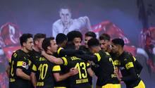 """Gewinner des Tages  Man kennt das: Für den FC Bayern München gehören Sprüche und Psychospielchen dazu, wenn man einen Konkurrenten aus dem Tritt bringen kann. Schon vor dem Rückrundenstart war aus München viel von """"Aufholjagd"""" zu hören. Dem haben sich auch die Fans angeschlossen: Beim Bayern-Sieg in Hoffenheim am Freitagabendschallte aus der Bayern-Kurve""""Deutscher Meister wird nur der FCB"""" - eine klare Botschaft Richtung Dortmund.  Und was machte der BVB am Samstag? Gewann bei RB Leipzig, einem Team, das auch nicht gerade zur Laufkundschaft der Liga zählt. Insofern haben die Dortmunder die Feuertaufe bravourös bestanden. Dass das trotz derGiftpfeile aus München gelang, dürften das Selbstbewusstsein der Dortmunder eher noch stärken. Für Bayern wird es schwer, den BVB noch abzufangen."""