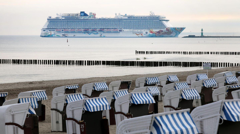 Deutschland: Warnemünde  Warnemünde ist einer der wichtigsten Kreuzfahrtorte in der Ostsee. Die Hafenstadt vor den Toren der Hansestadt Rostock gilt auch als Ausgangspunkt für Gäste, die von weit her kommen, um von hier aus Berlin als Tagesausflug per Bus zu besuchen.