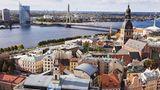 Lettland: Riga  Von den drei Ländern des Balitkums ist Riga die größte Stadt. Die Hauptstadt Lettlandsan der Mündung der Düna ist für ihre Jugendstilarchitektur und den mittelalterlichen Stadtkern berühmt.