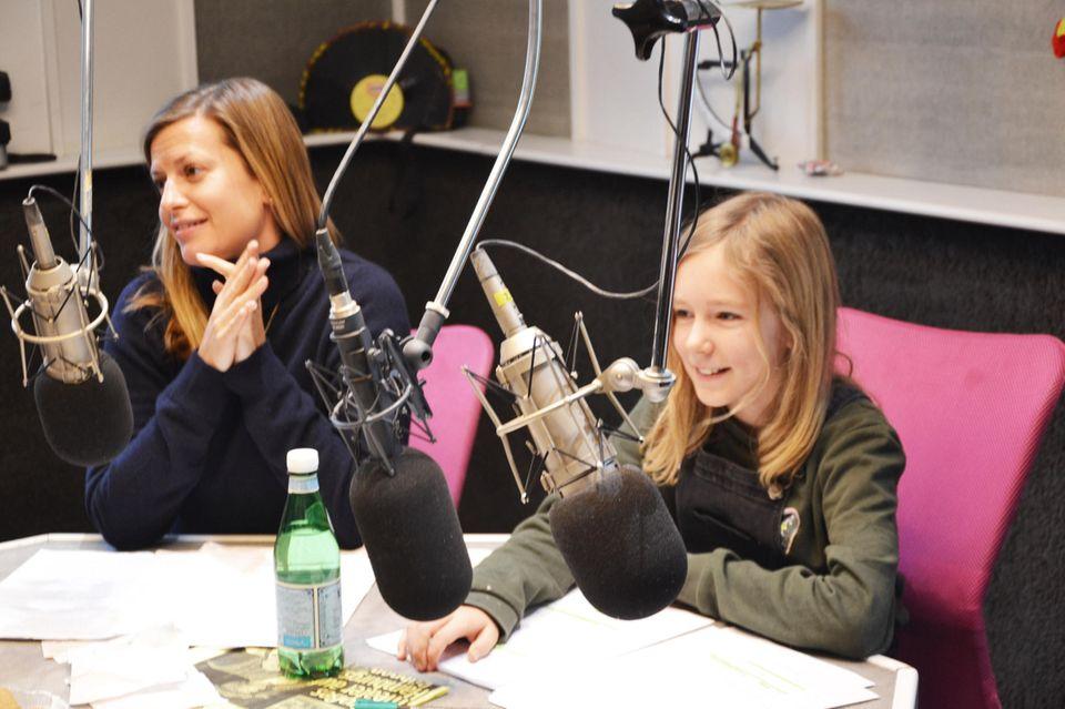 """Ihre erste große Sprechrolle: Lina Demtröder, 11, neben Theresa Underberg, 33, die die """"Anne"""" spricht"""