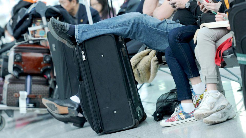 Taubstummes Pärchen verpasst sich am Airport München