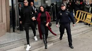 Bestens gelaunt: CristianoRonaldo und seine Freundin Georgina Rodriguez beim Verlassen des Gerichts