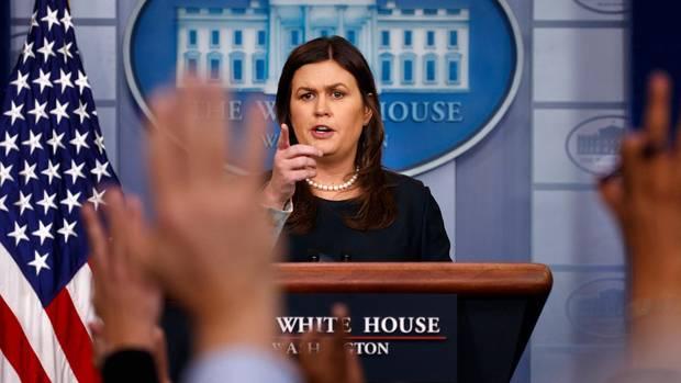 Sarah Sanders hält eine Pressekonferenz im Weißen Haus