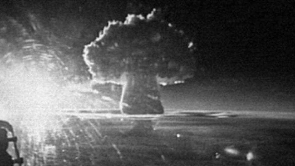 Ein Militärflugzeug filmte die gewaltige Explosion