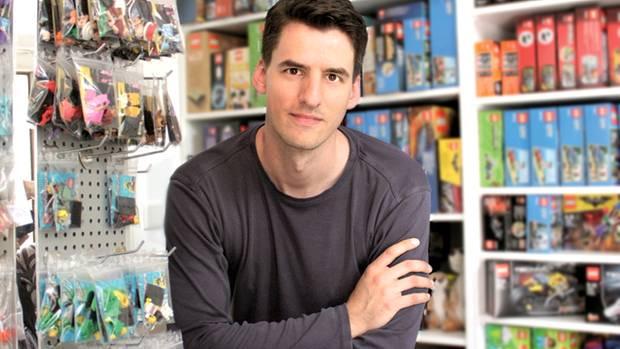 Thomas Panke in seinem Lego-Laden