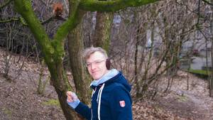Artur Fischer-Meny trifft beim Hörnchenfüttern auf das junge Eichörnchen Chap