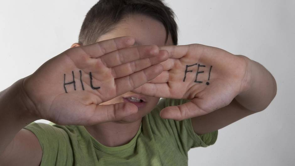 Kindesmisshandlung in Deutschland: Ohrfeigen und Prügel sind seit 2000 verboten: Gewalt gegen Kinder in Zahlen