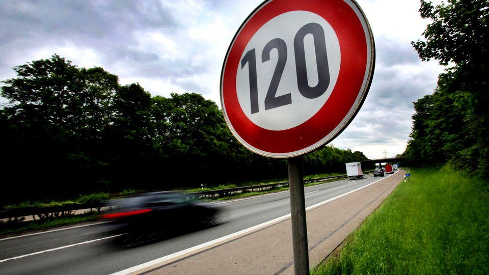 Autobahnen : Tempolimits: So schnell darf man in Europa  fahren