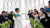 November 2018: Akihiko Kondo, 35, heiratet sein Idol Miku, zu dessen Accessoires auch Lauchstangen gehören. Von der Idee, mit einer realen Frau zusammenzuleben, hat er sich schon vor Jahren verabschiedet.