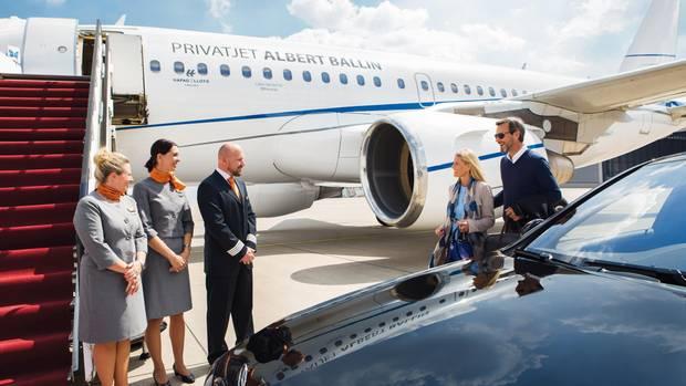 In der Limousine direkt an den Privatflieger: Für die Passagiere auf Kreuzflügen gibt es keine Warteschlangen am Check-in, vor Zoll- und Passkontrollen.