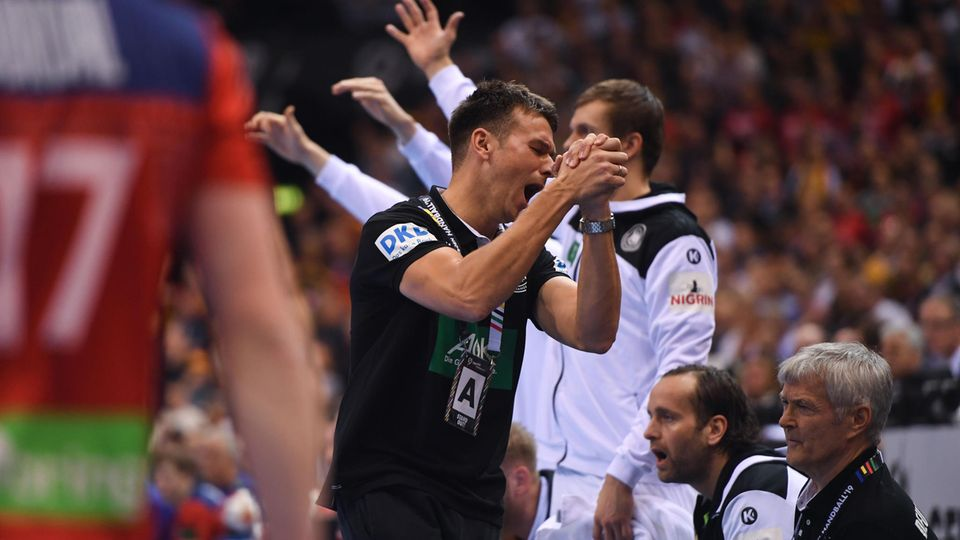Handball-Nationaltrainer Christian Prokop beim Halbfinalspiel