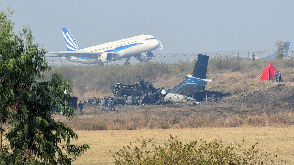 Nach dem Crash war der Flughafen gesperrt, aber schon bald starten und landeten wieder die Flugzeuge