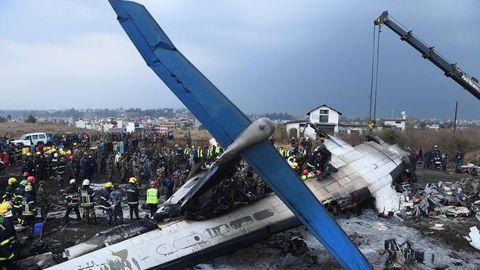 Überreste des Wracks der im März 2018 bei Kathmandu abgestürztenDash 8-400