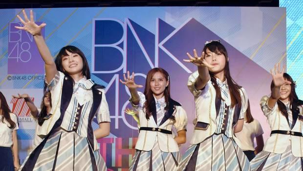 Thailand: Sängerin von BNK 48 sorgt mit Hakenkreuz-T-Shirt für Kritik
