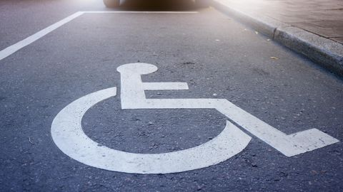 Markierung auf einem Behindertenparkplatz