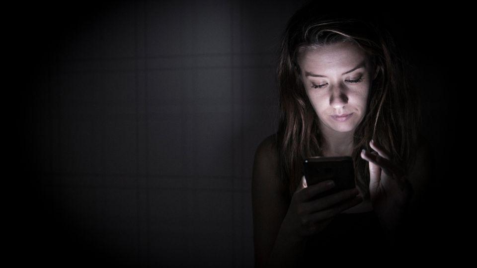 Über den Facetime-Fehler lässt sich das Mikro eines iPhones über einen einzelnen Anruf heimlich anschalten (Symbolbild)