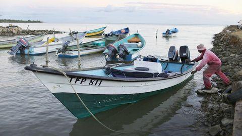 Fischer in der Hafenstadt Port of Spain