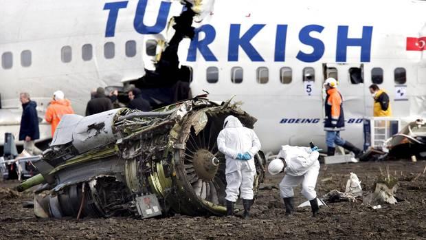 Die Überreste einer bei Amsterdam im Feburary 2009 abgestürzten Maschine von Turkish Airlines