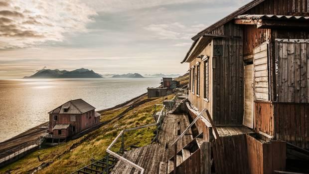 Der hübschere Teil der russischen Siedlung Barentsburg