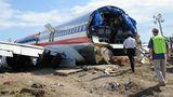 American Airlines gehörtmit mehr als 900 Flugzeugen zu den größten Fluggesellschaften der Welt und kommtlaut Jacdec auf 78 schwere Zwischenfälle und 10 Totalverluste in den letzten 30 Jahren. Im Bild sind die Reste einer in Miami gestarteten Boeing 737 zu sehen. Der Jet schoss im Dezember 2009 bei der Landung in Kingston auf Jamaika über das Pistenende hinaus und zerbrach am Strand. Von den 154 Menschen an Bord wurden den 44 verletzt, 4 davon schwer.  Jacdec-Risikoindex: 82,58 Prozent, Tendenz positiv