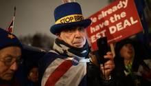 London: Demonstranten protestieren vor dem Parlament gegen den Brexit